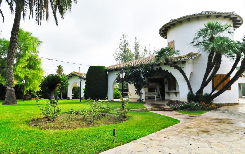 Chalet lujo-l'Eliana-jardin