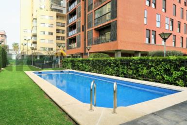 piso lujo-sant pau-piscina