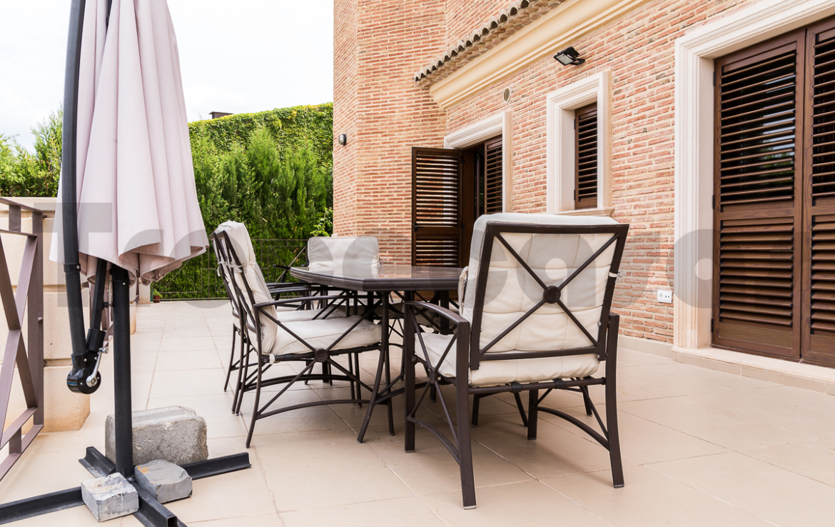 Chalet lujo-torre conill-terraza